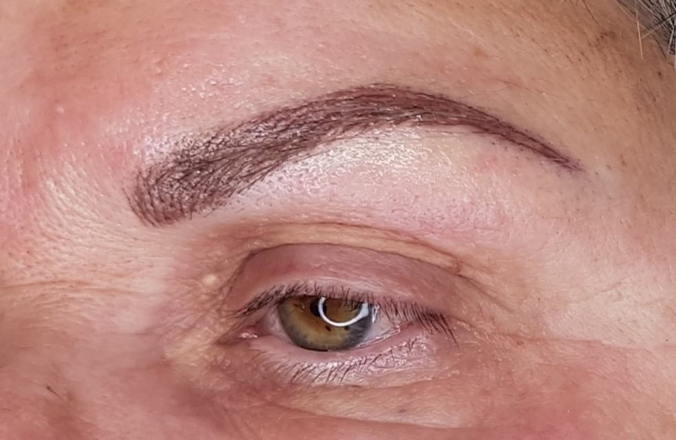 Cliente de Beaujeu. Maquillage permanent sourcils poil à poil. Photo en fin de prestation.