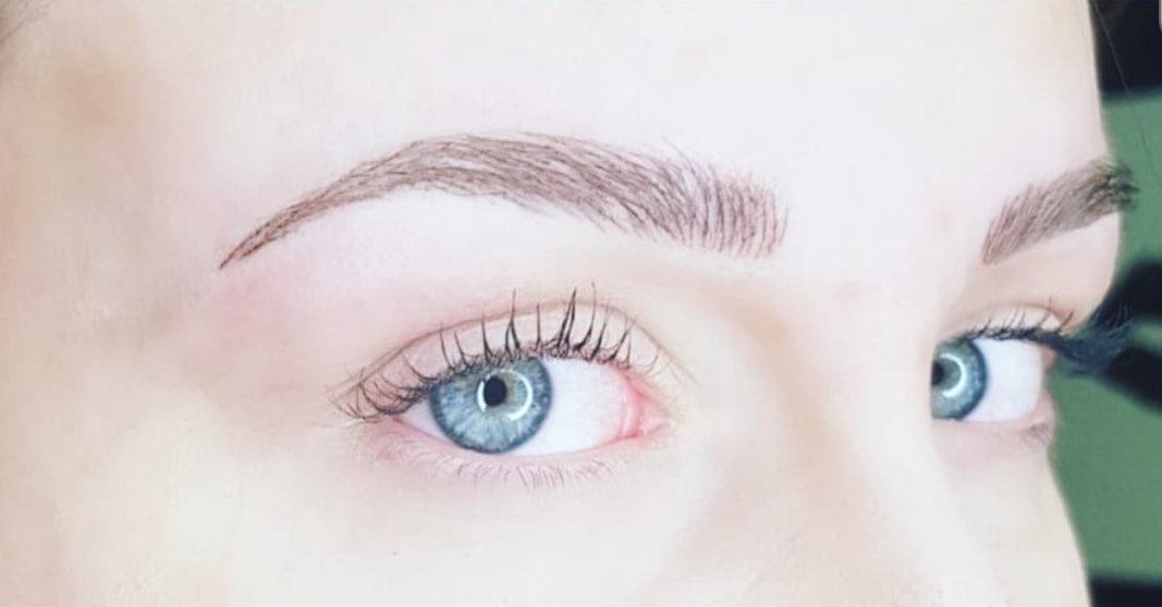 Maquillage permanent des sourcils effet «poil à poil»